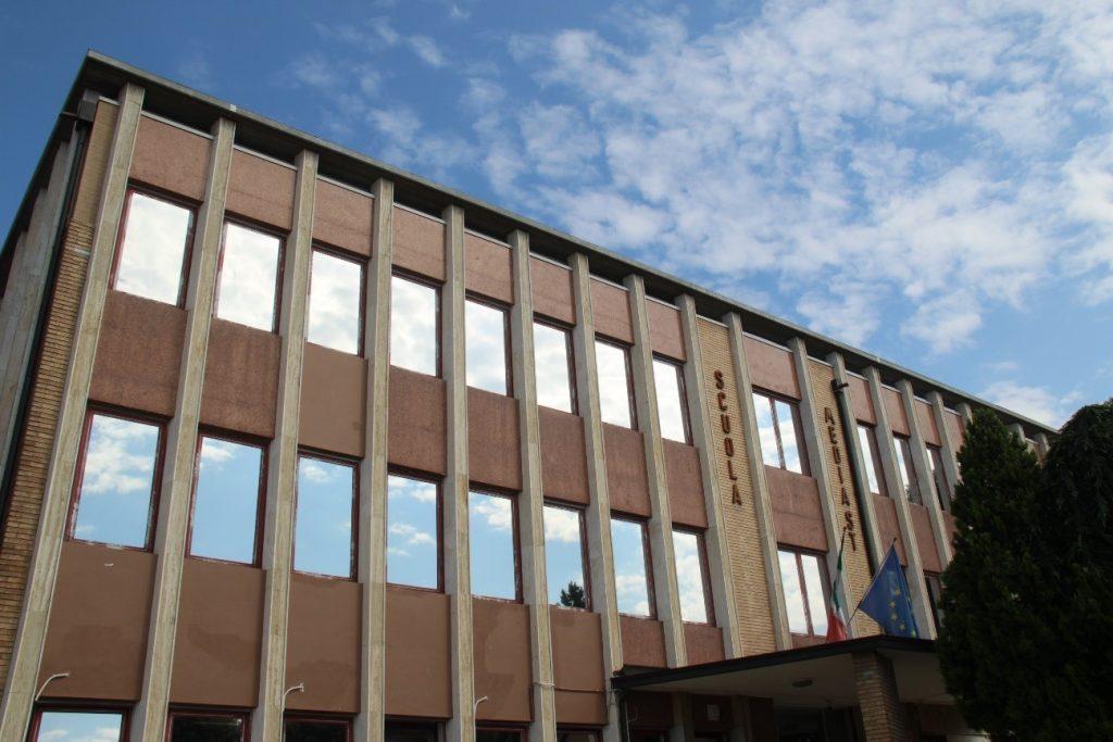 Edificio con láminas de protección solar solarcheck