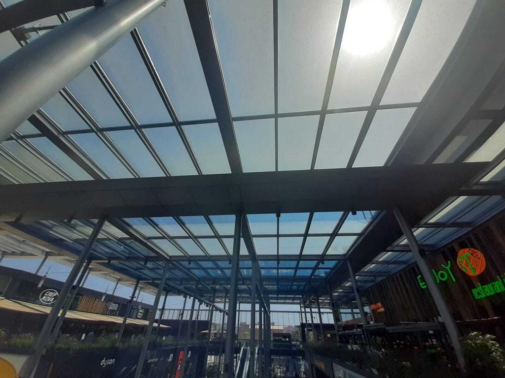 Casos de éxito con la instalacion de las láminas solarcheck en centro comercial